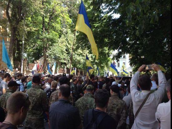 Родственники жертв Майдана штурмуют администрацию Порошенко