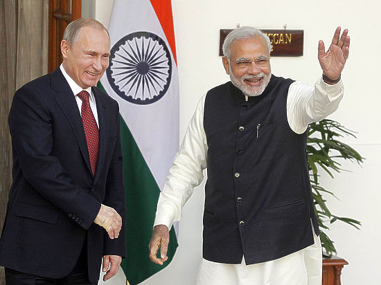 Вертолеты, снаряды и 12 энергоблоков: итоги визита Путина в Индию на зависть Обаме