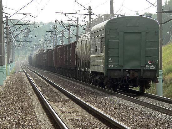 Пассажирский автобус столкнулся с грузовым поездом в Красноярском крае