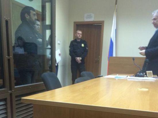 Суд арестовал на трое суток отца школьника, которого обвинили в доведении до самоубийства другого ученика
