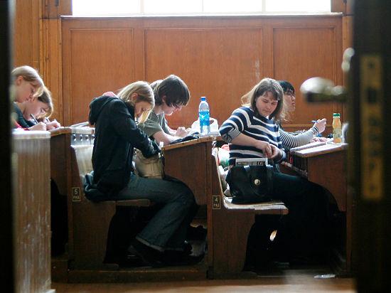 Студенты начали сдавать ЕГЭ