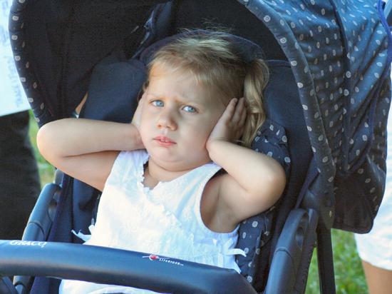 Глухим детям закупают импланты, которые обрекают их на операции в будущем
