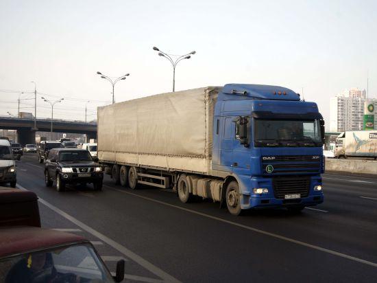 Водителям грузовиков велено не шуметь по ночам