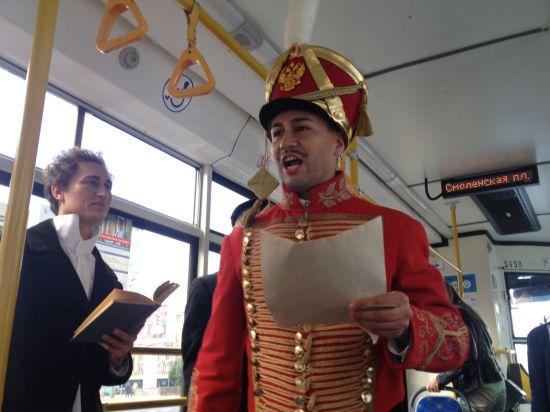 Поэзия дня города вошла в общественный транспорт