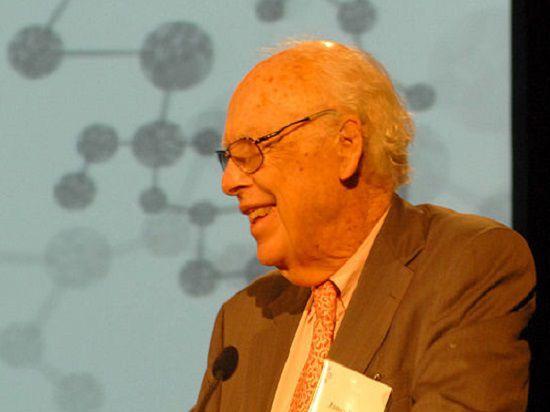 Знаменитый генетик Джеймс Уотсон предупредил, что витамин С может вызывать рак