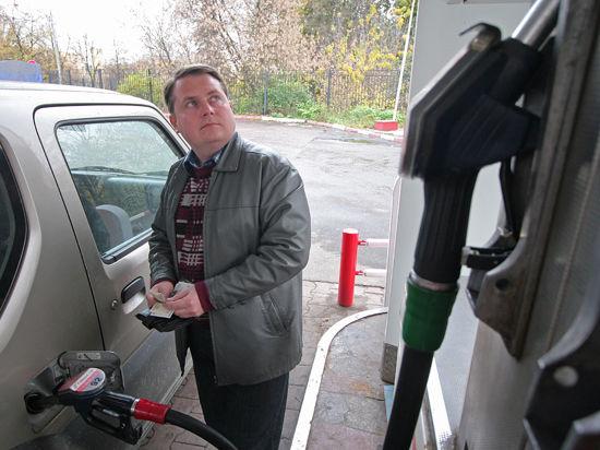 После конфет и мужчин на Украине призвали бойкотировать российский бензин