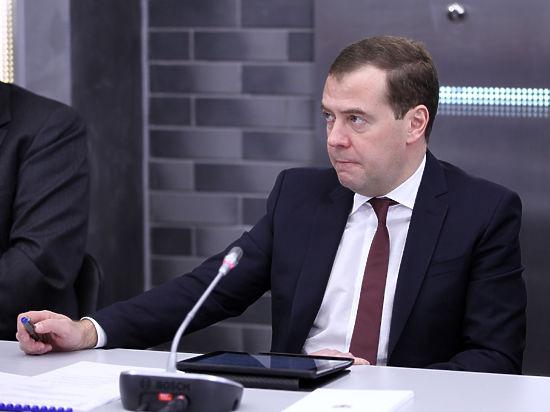 Валюта россиян не беспокоит, заявили единороссы на встрече Медведева с гражданами